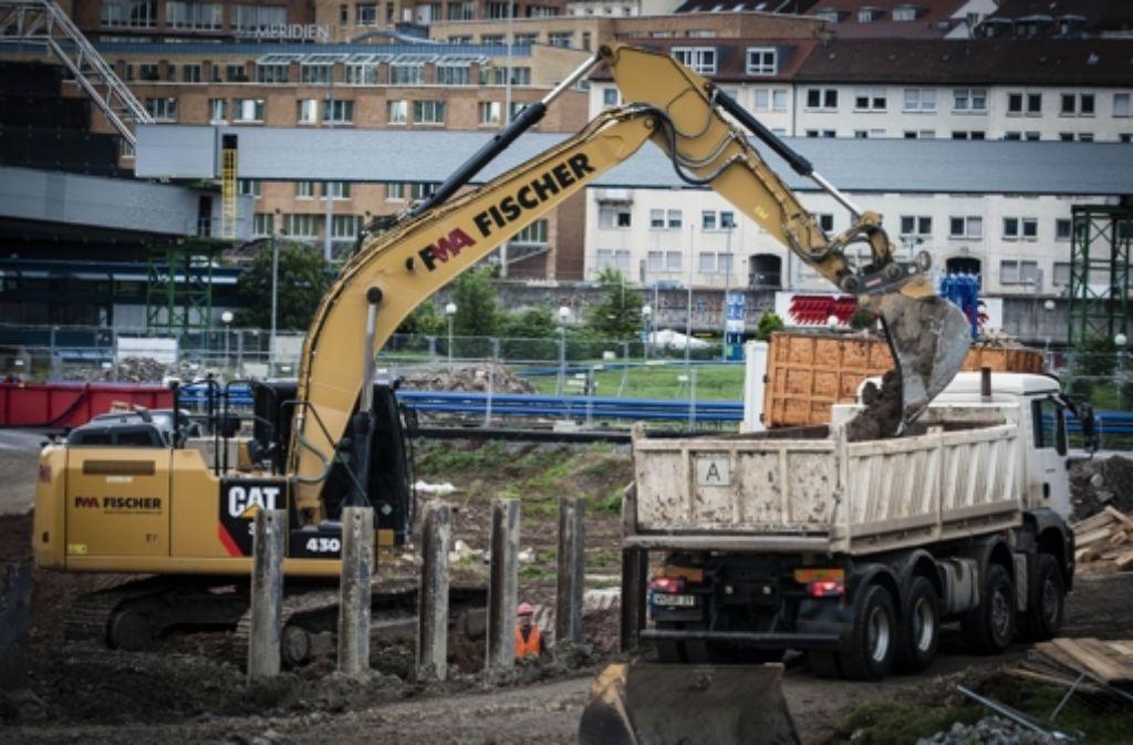 Am Hauptbahnhof  wird schon seit Jahren gebaggert, doch  der Streit um die Kostenexplosion von Stuttgart 21 dauert an. Foto: Lichtgut/Leif Piechowski