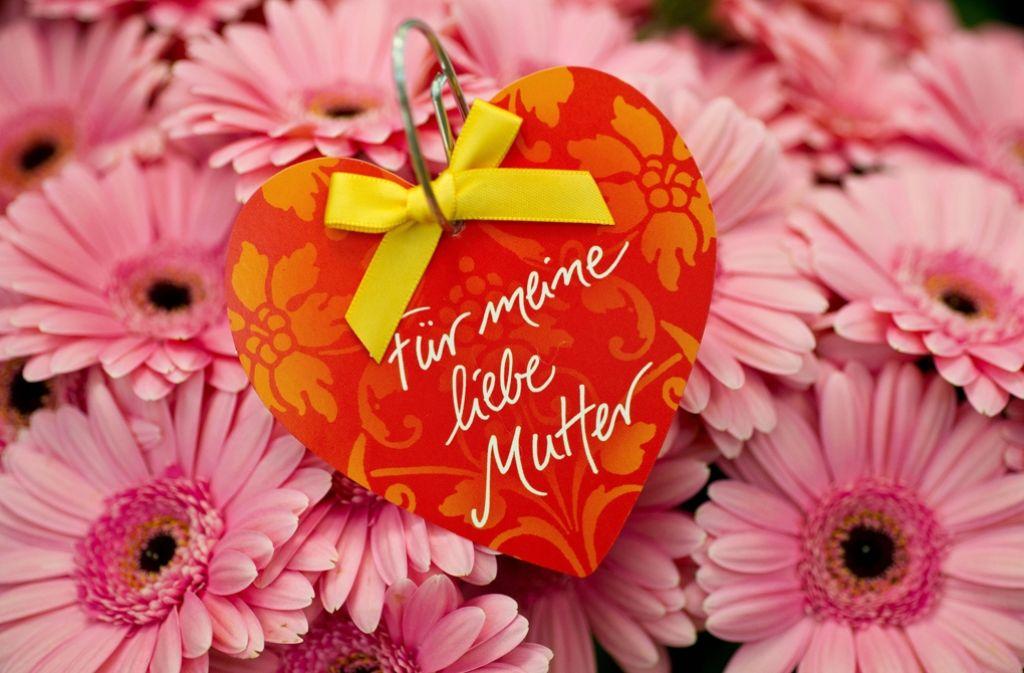 Blumen gehören zu den beliebtesten Geschenken am Muttertag. Foto: dpa