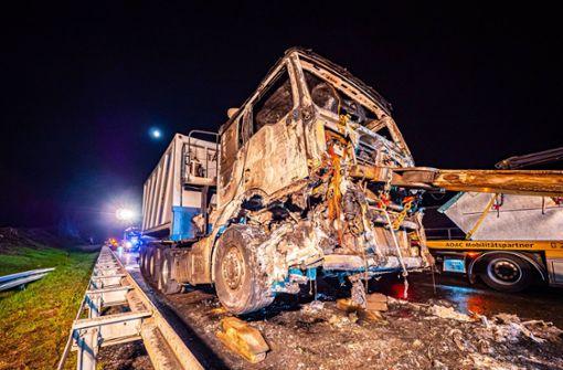 Lastwagenbrand fordert immensen Sachschaden