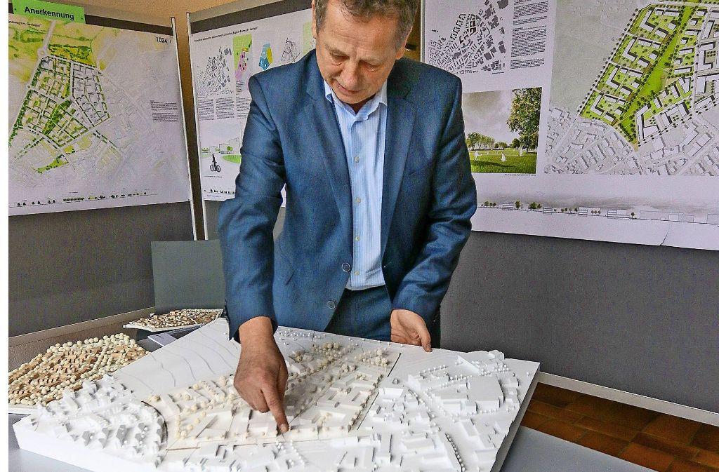 Auch Georg Brenner ist vom Entwurf der Sieger fasziniert. Foto: factum/Granville