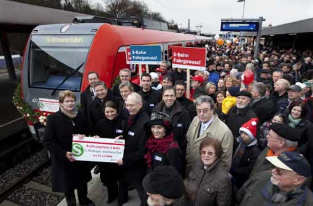 Die Freude in Kirchheim war groß, als die S-Bahn in der Stadt ankam. Foto: Rudel