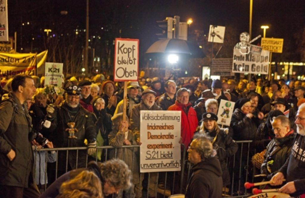 Von nun an vor dem Südflügel: die Montagsdemonstrationen gegen S21 Foto: Honzera