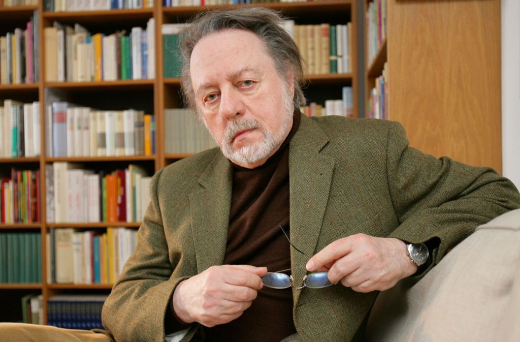 Der Schriftsteller Ror Wolf in seiner Wohnung in Mainz. Am Montagabend ist er im Alter von 87 Jahren gestorben. Foto: dpa/Uwe Anspach