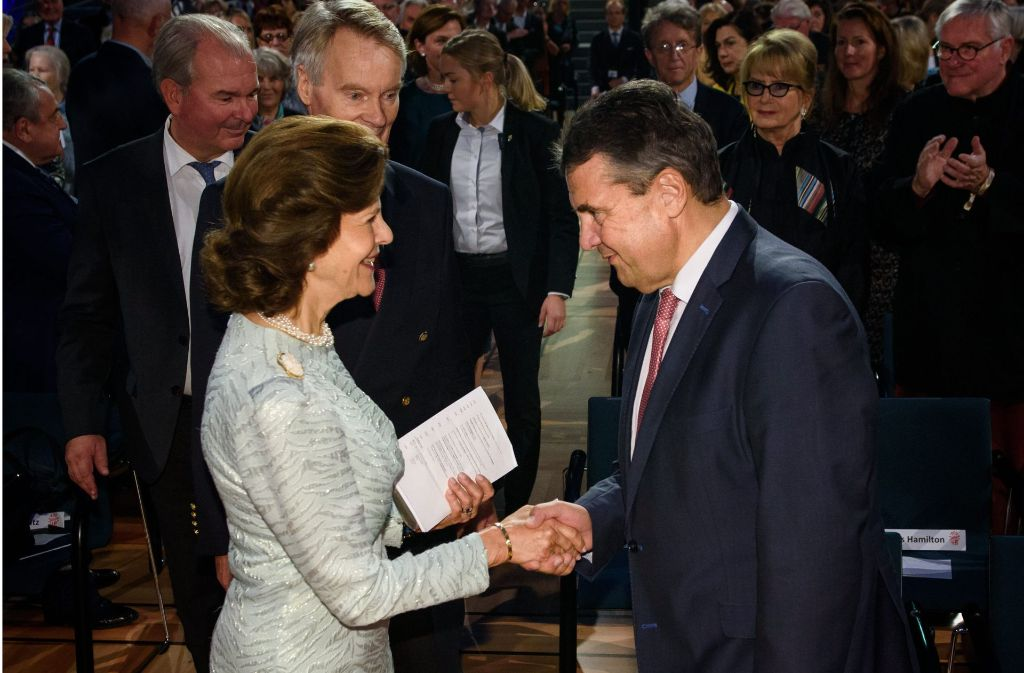 Bundesaußenminister Sigmar Gabriel hielt die Laudatio für Königin Silvia. Foto: dpa