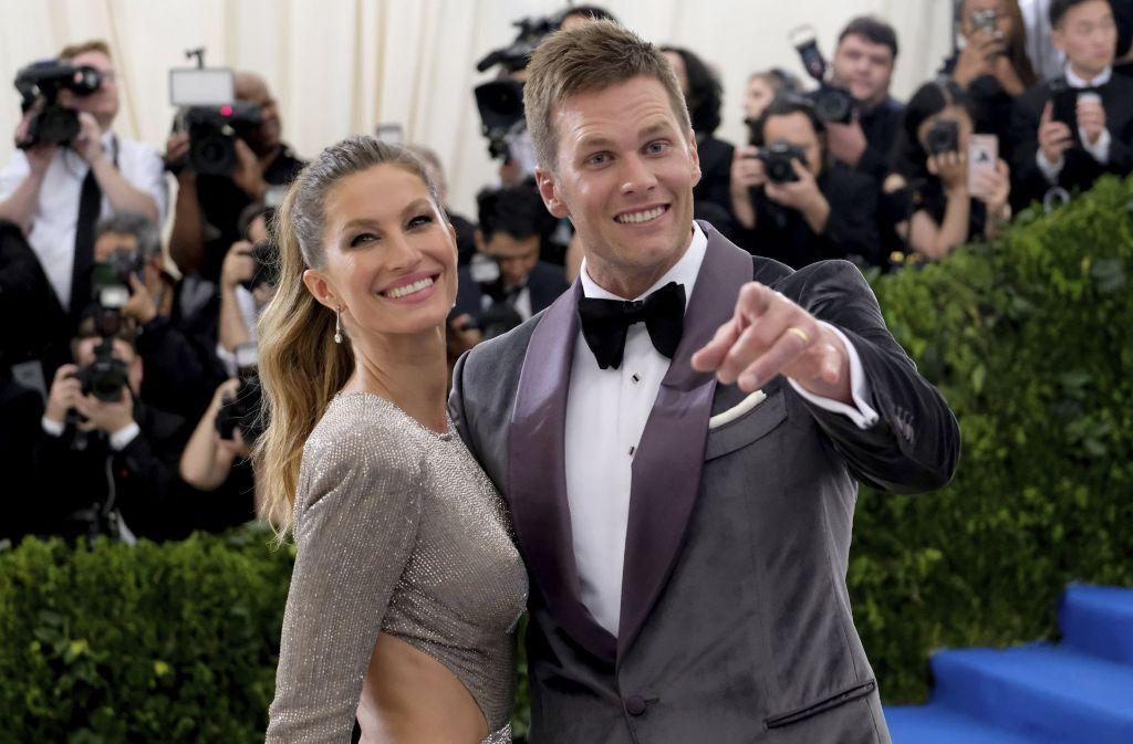 Sie sind bei der Gala gar nicht mehr aus dem Strahlen herausgekommen: Topmodel Gisele Bündchen und ihr Ehemann Tom Brady. Welche Paare sich außerdem turtelnd zeigten, sehen Sie in unserer Bildergalerie. Klicken Sie sich durch. Foto: Invision/AP