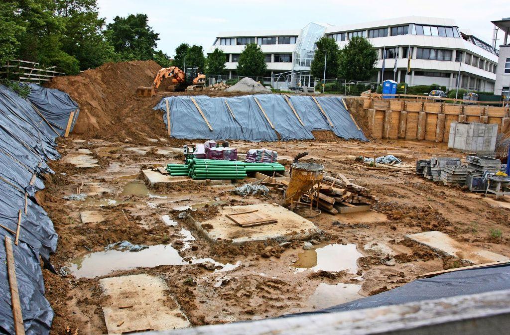 Auf der Baustelle des VKBI in Oberaichen ruhen die Arbeiten seit Wochen. Foto: Natalie Kanter