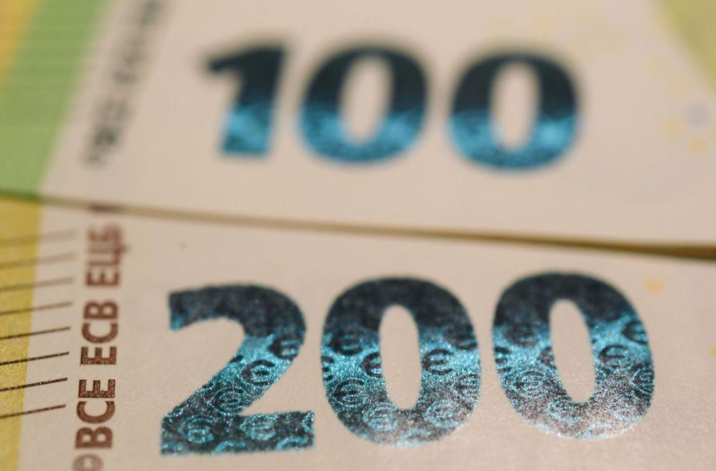 Mehr als jedem dritten Jugendlichen in Deutschland  stehen  mehr als 100 Euro im Monat zur Verfügung. Foto: dpa/Arne Dedert