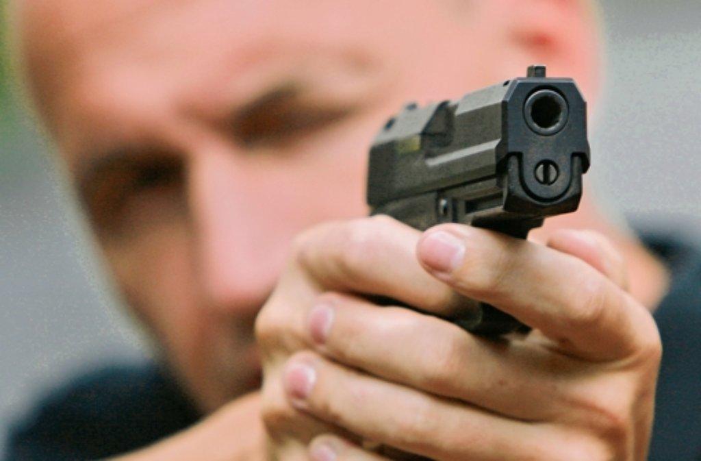 Die Waffe war nur 20 Zentimeter vom Auge des Opfers entfernt Foto: dapd