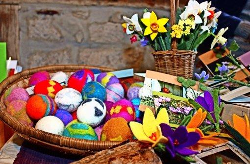 Bunte Dekorationen für das Osterfest
