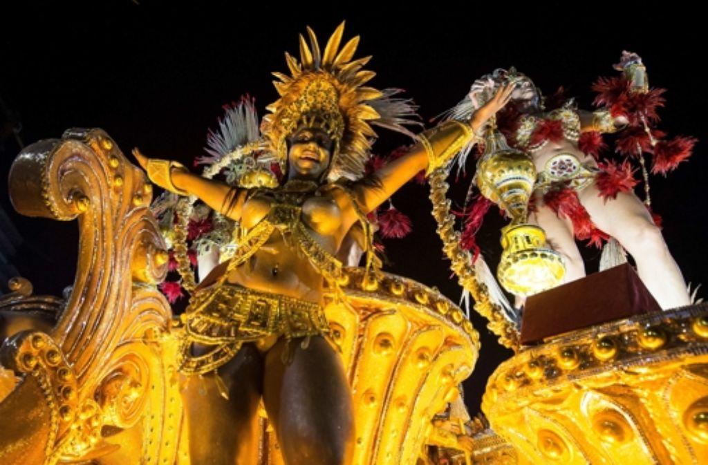 Heiß, heißer, Karneval in Rio: In der Nacht auf Montag zeigten die Sambaschulen wieder ein wahres Farbenfeuerwerk. Foto: Getty Images South America