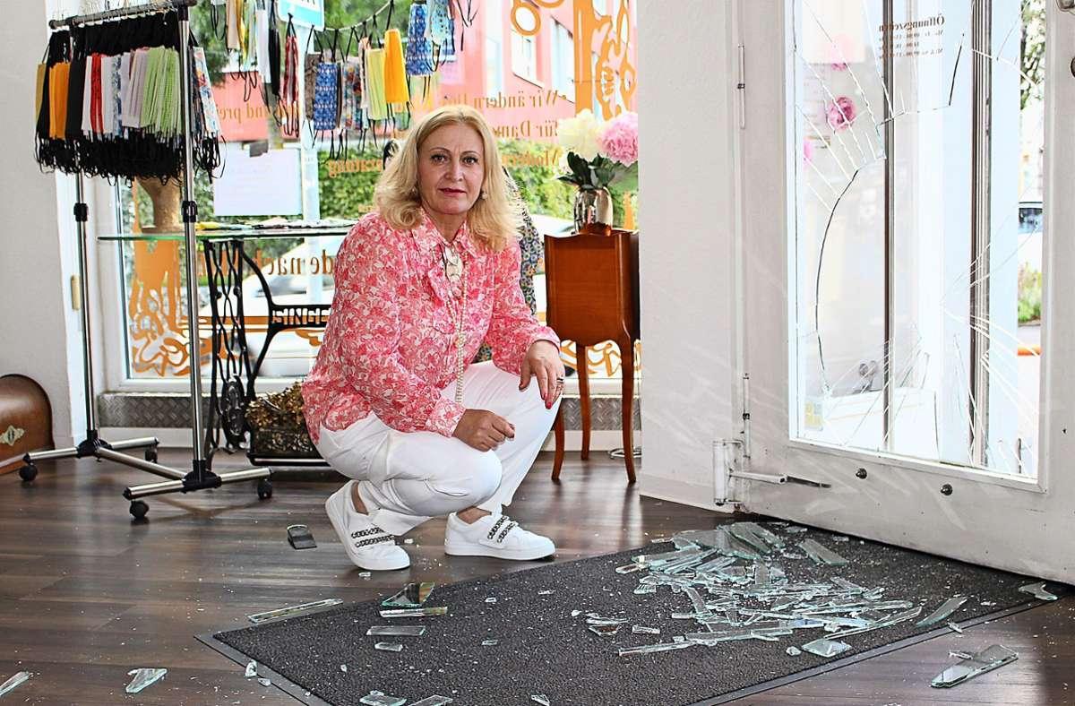 Ein Unbekannter hat die Tür zu Gönül Kocs Schneideratelier zertrümmert. Foto: Holowiecki