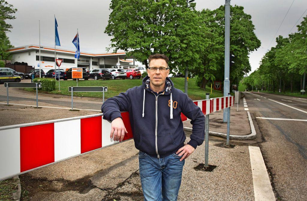 Auf der Straße, die zur Tankstelle von Thorsten Bachofer führt, ist nicht viel los. Foto: