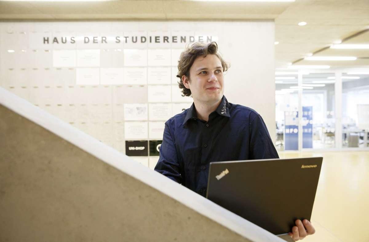 Leerer Campus in Coronazeiten: Christopher Behrmann von der Studierendenvertretung der Uni Stuttgart vermisst  das soziale Leben im Studienalltag. Foto: Lichtgut/Julian Rettig
