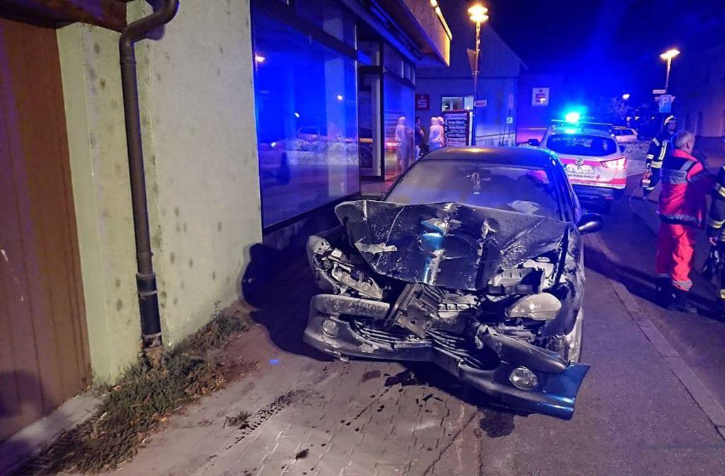 Ein betrunkener Autofahrer ist gegen ein Wohnhaus gekracht. Foto: 7aktuell.de/F. Hessenauer