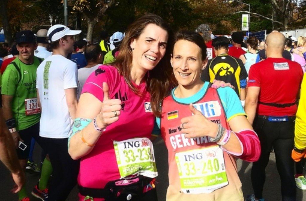 Alles gut: Gail McCutcheon-Seibold (links) und Ulrike Frohnmaier nach dem Zieleinlauf des New York Marathons im Central Park. Foto: privat