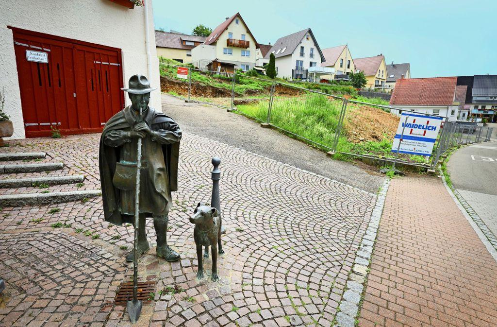 Neben dem Rathaus entsteht die neue Ortsmitte. Foto: factum/