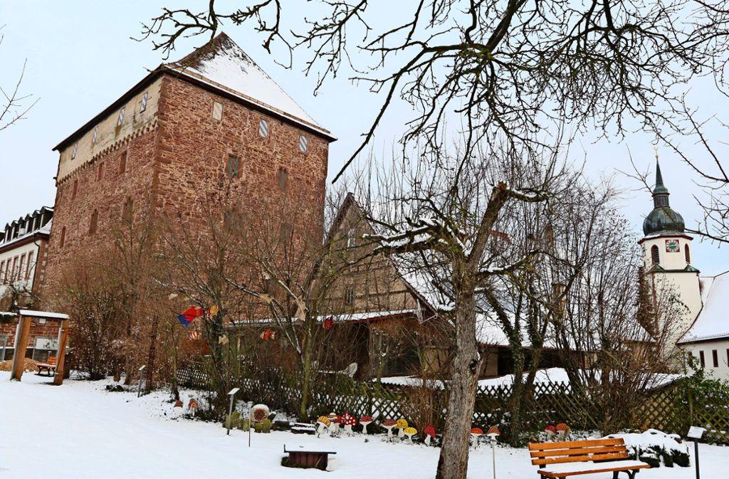 Mit  Blick aufs Schleglerschloss: Der Bibelgarten in Heimsheim. Foto: Andreas Gorr
