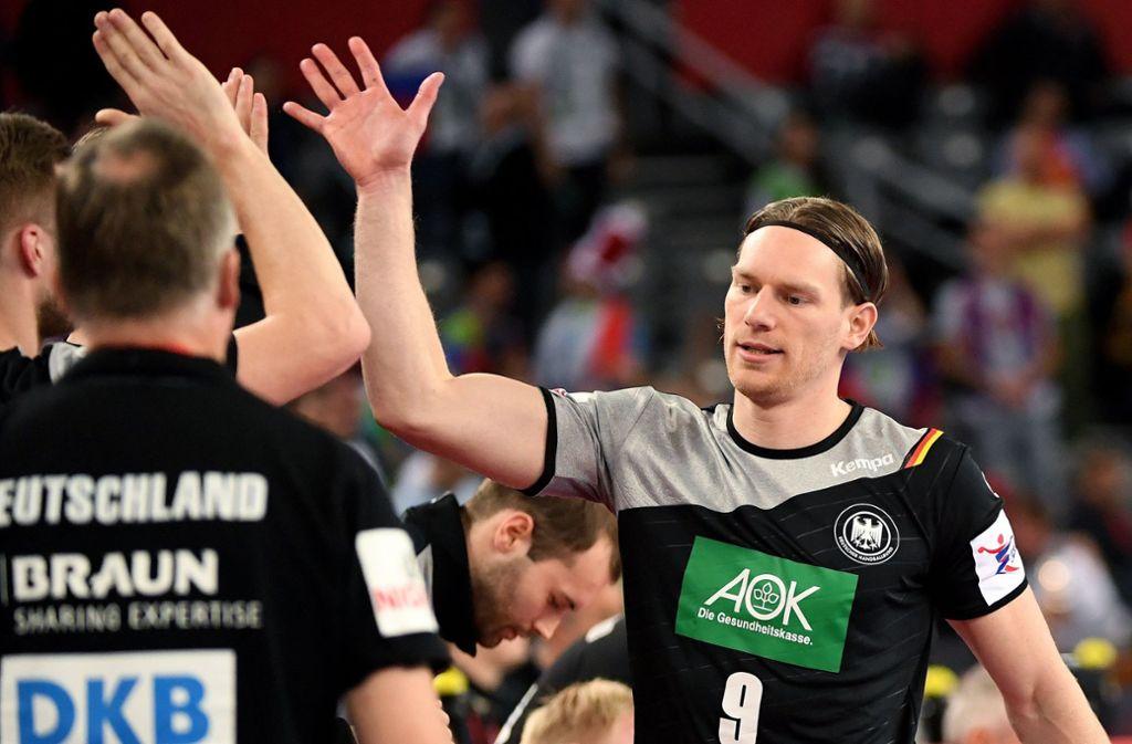 Tobias Reichmann (rechts) verwandelte den Siebenmeter. Foto: dpa