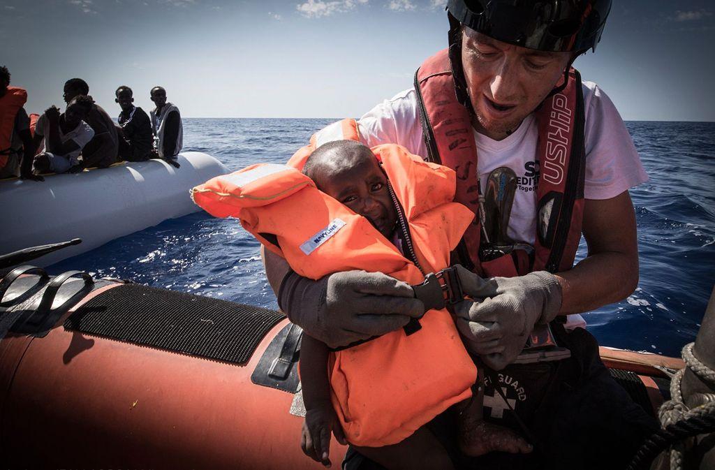 Die Krise ist nicht zuende. Immer wieder wagen verzweifelte Menschen die gefährliche Überfahrt über das Mittelmeer. Foto: dpa