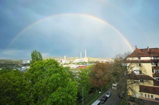 Regenbogen zeigt sich über Stuttgart in voller Pracht