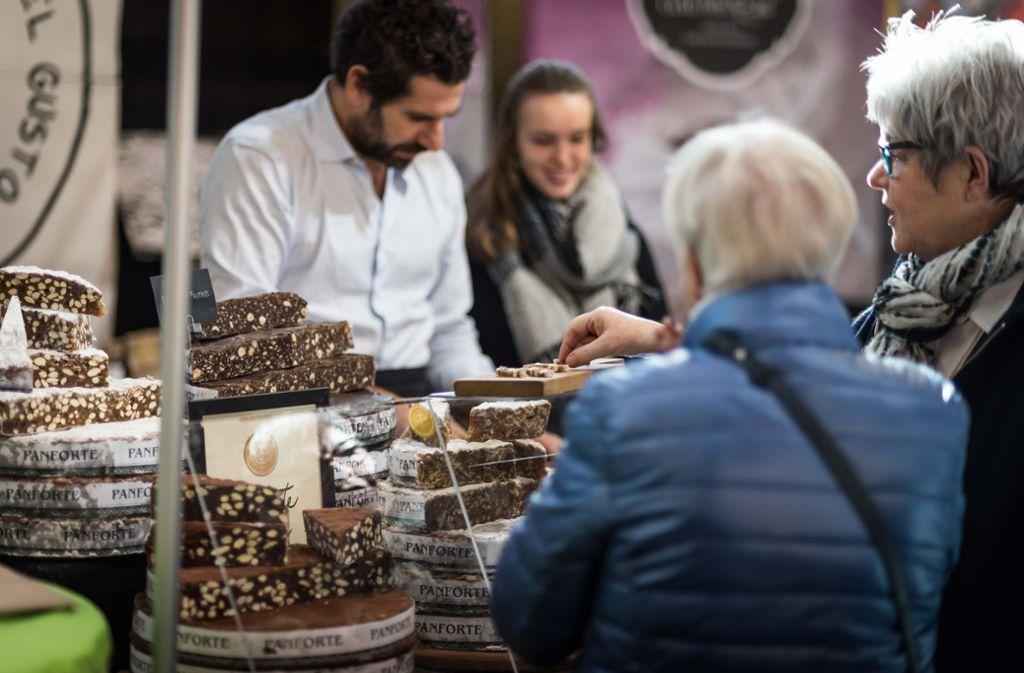 Wein, Trüffel, Gin oder Süßes: Auf der Kulinart im Römerkastell können Besucher hochwertige Produkte aus aller Welt finden. Foto: Max Kovalenko