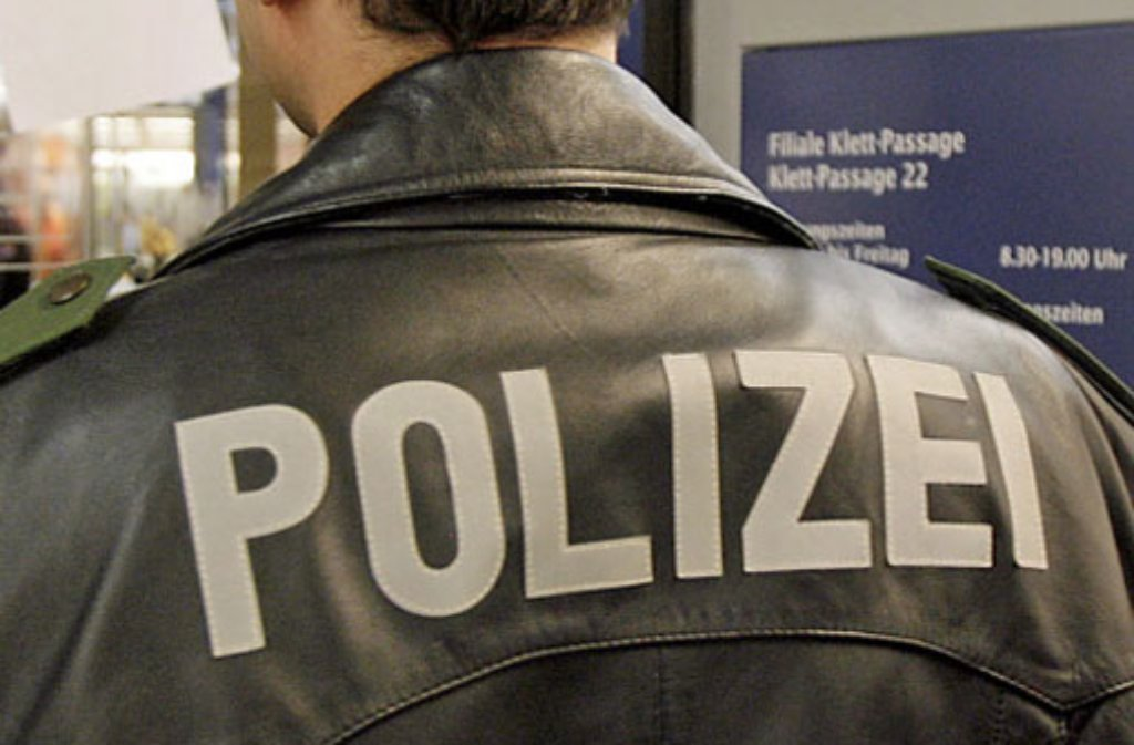 Ein bewaffneter Mann hat in Leonberg einen Laden überfallen. Foto: dpa / Symbolbild