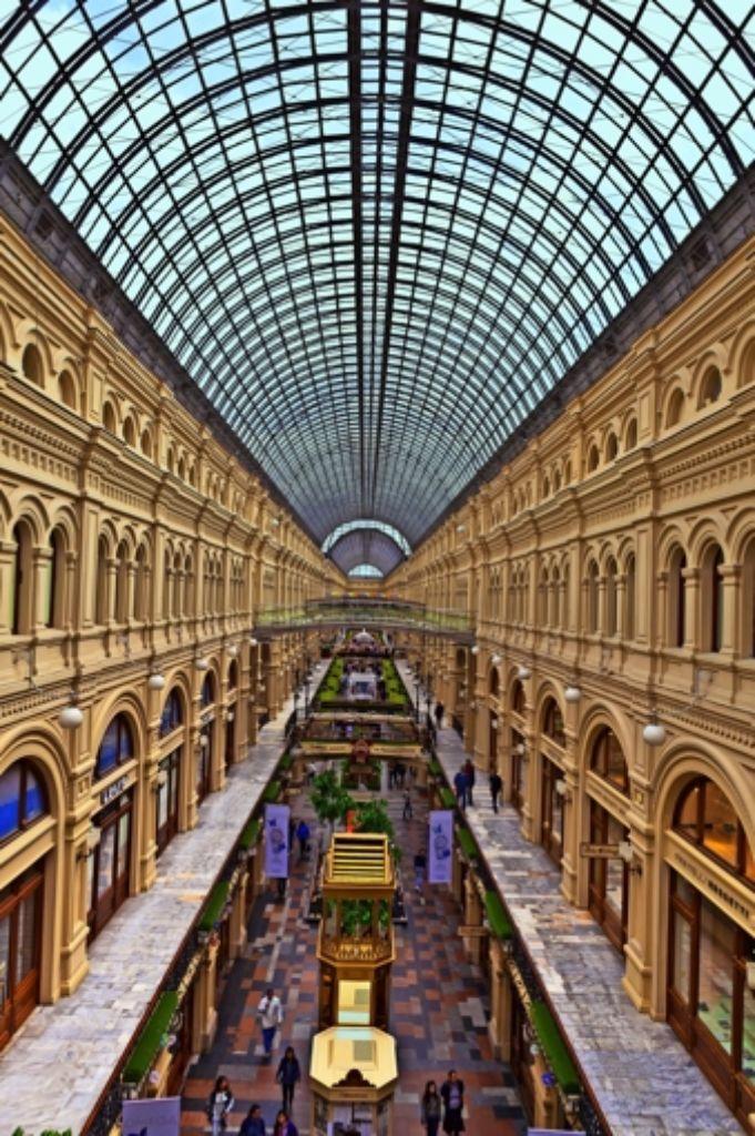 In den russischen   Konsumtempeln herrscht derzeit gähnende Leere.  Unser Bild  zeigt das berühmte Kaufhaus Gum in Moskau. Foto: Mauritius