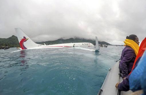 Passagierflugzeug landet in Lagune