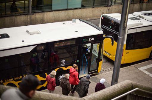 Die Bustür beim Fahrer bleibt zu