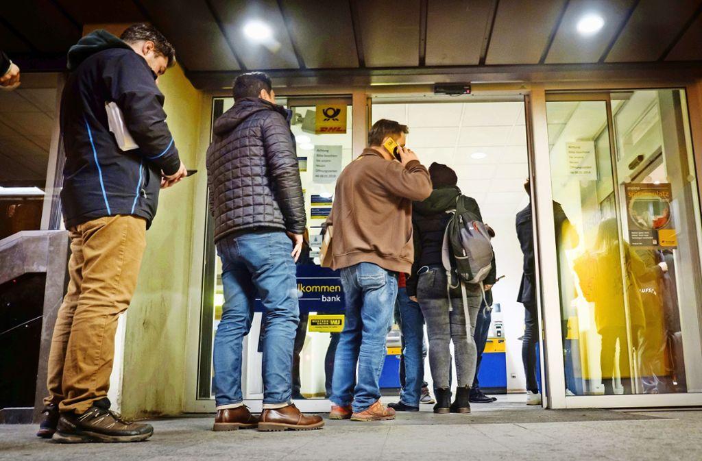 Ist berüchtigt für ihre langen Warteschlangen: die Postfiliale an der Böblinger Straße im Stuttgarter Süden. Foto: Lichtgut/Achim Zweygarth