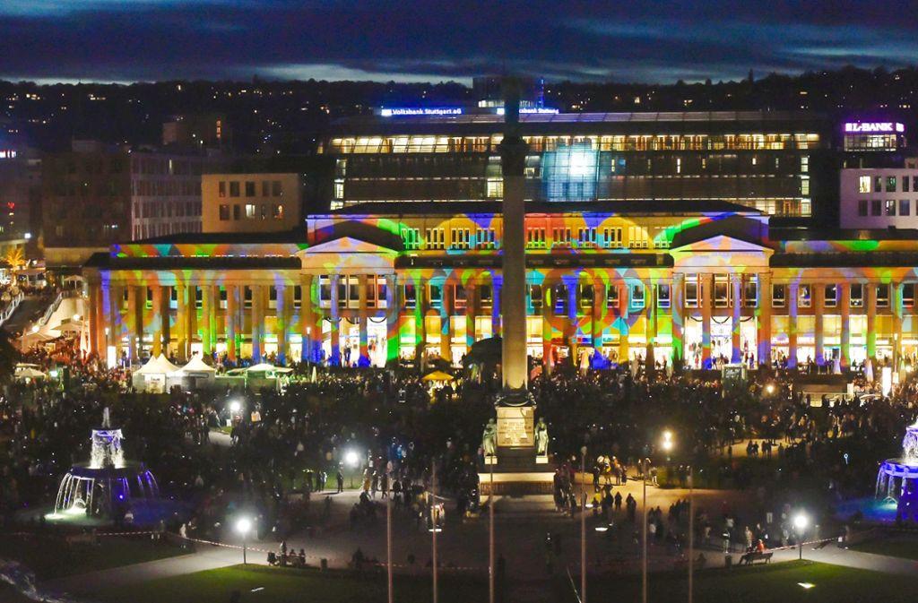 Aus Umweltschutzgründen bot die  City-Initiative Stuttgart  bei der jüngsten Einkaufsnacht im Vorjahr eine Licht- und Soundshow am Königsbau statt des traditionellen  Feuerwerks. Foto: Lichtgut/Max Kovalenko