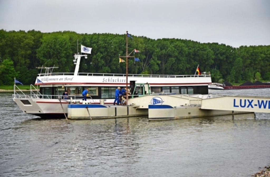 neues ausflugsboot auf schluchsee es geht ein schiff auf reisen baden w rttemberg. Black Bedroom Furniture Sets. Home Design Ideas
