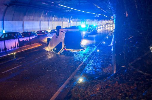 52-jähriger Autofahrer verunglückt in Heslacher Tunnel