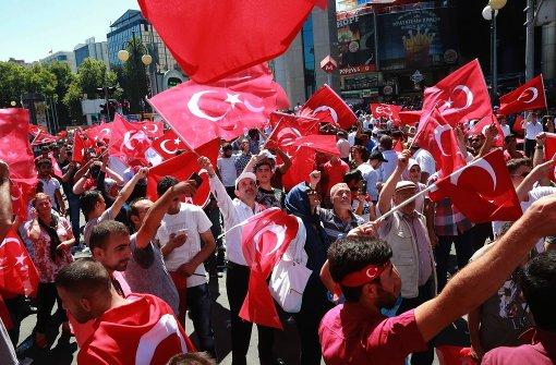 Erdogan kündigt Säuberungen im Militär an