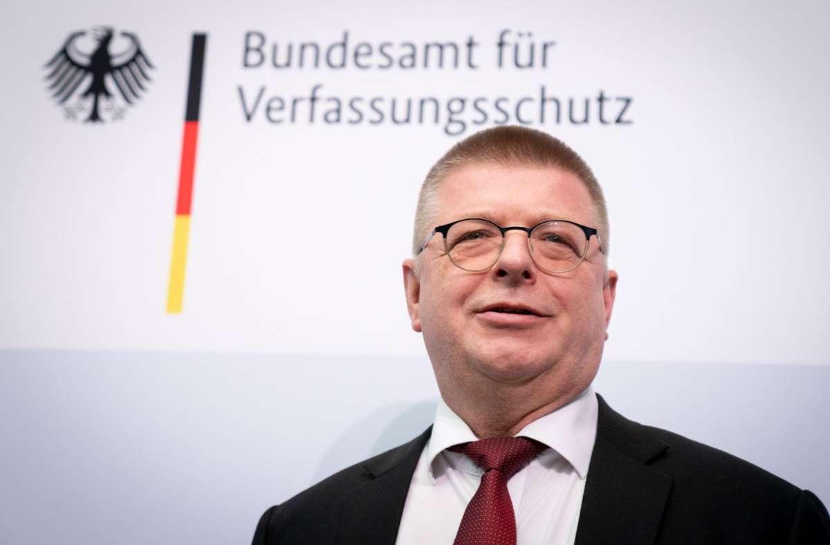 """Thomas Haldenwang, Präsident vom Bundesamt für Verfassungsschutz (BfV), spricht von """"einer Art Lockdown"""" in der Terror-Szene. Foto: dpa/Kay Nietfeld"""
