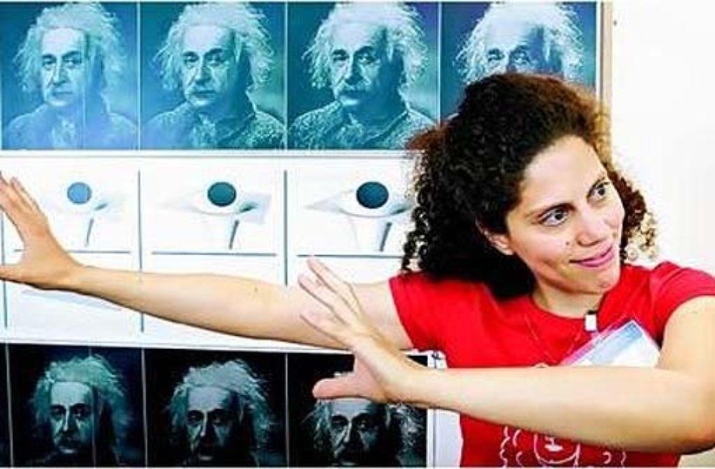 Unter anderem die Mathematikerin Carla Cederbaum versucht junge Menschen für Naturwissenschaften zu begeistern.  Foto: Hendel/Wissenschaft im Dialog