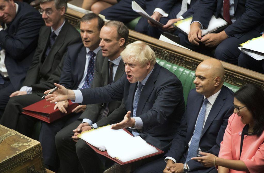 Boris Johnsonn (3. v.r.) im britischen Unterhaus, das bereits am Montag vertagt werden soll. Foto: dpa