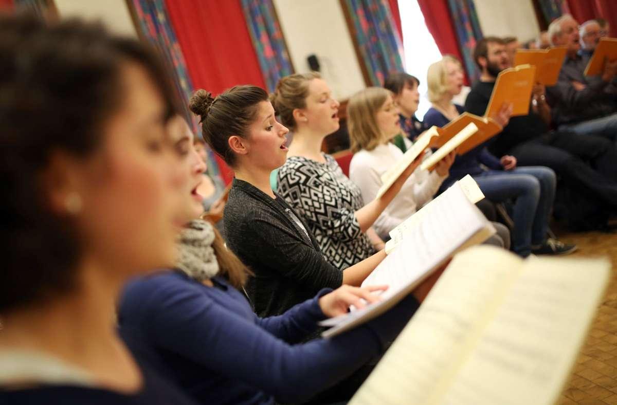 Ob in der Kirche oder bei der Probe: gemeinsames Singen Foto: dpa//Fredrik von Erichsen