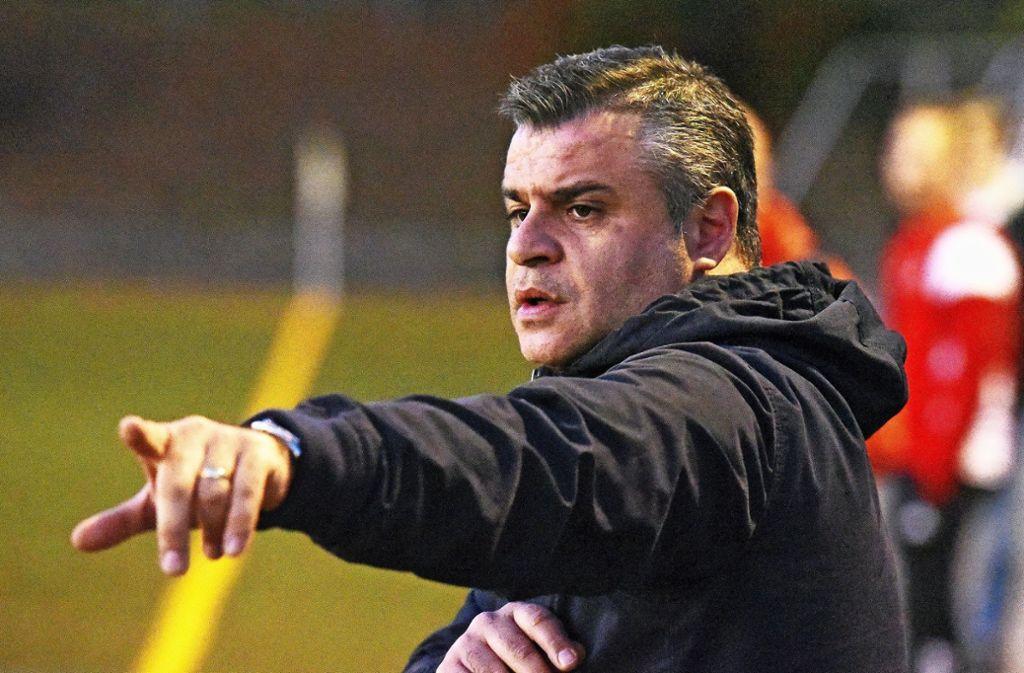 Auch nach dem Abstieg bleibt es dabei: Der Trainer Carmine Napolitano setzt sein Engagement in Waldenbuch fort. Foto: Archiv Günter Bergmann