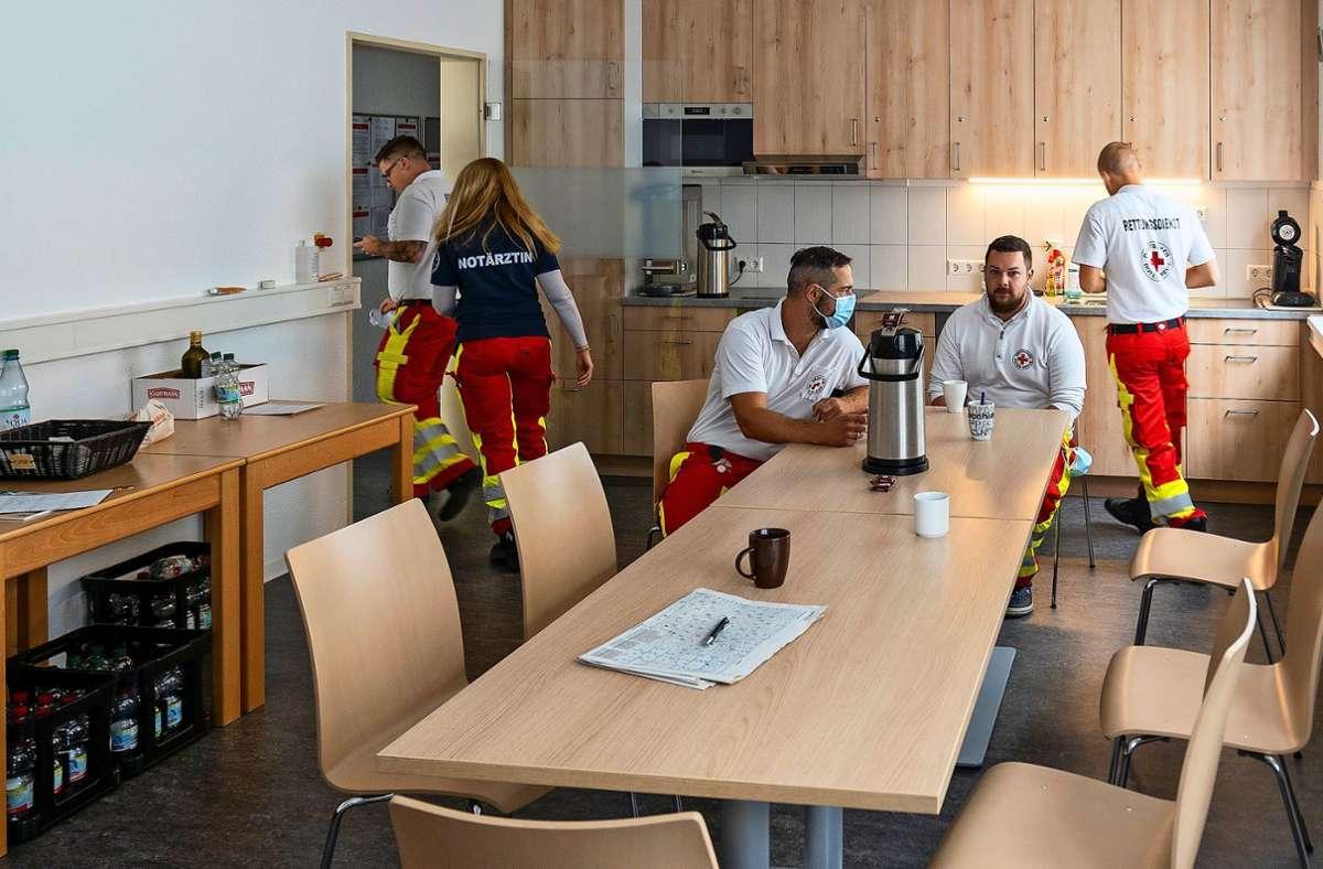 Der neue Aufenthaltsraum für die Notfallsanitäter und den Notarzt in Malmsheim ist jetzt doppelt so groß. Foto: factum/Jürgen Bach