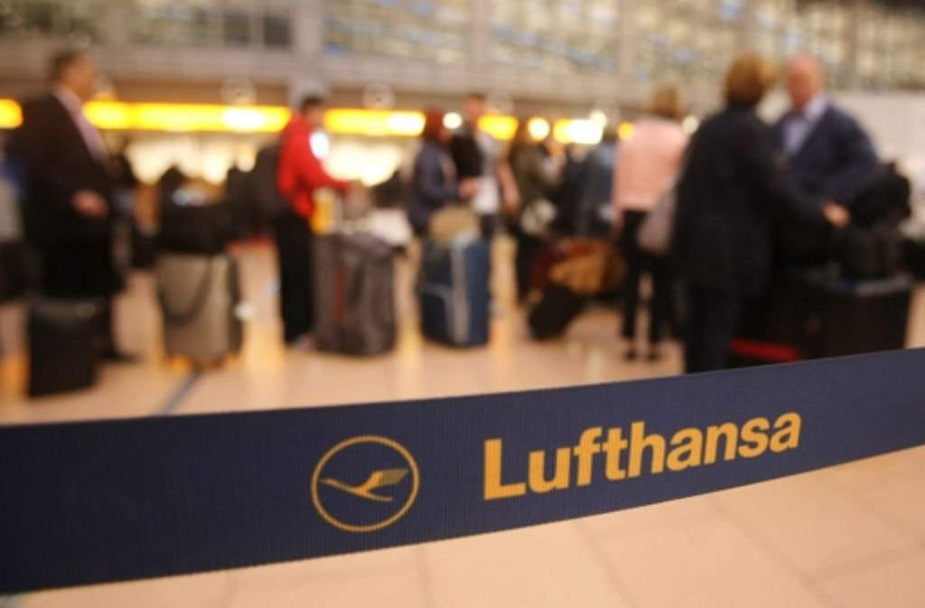 Lufthansa-Passagiere müssen sich auf längere Wartezeiten einstellen. Foto: dpa