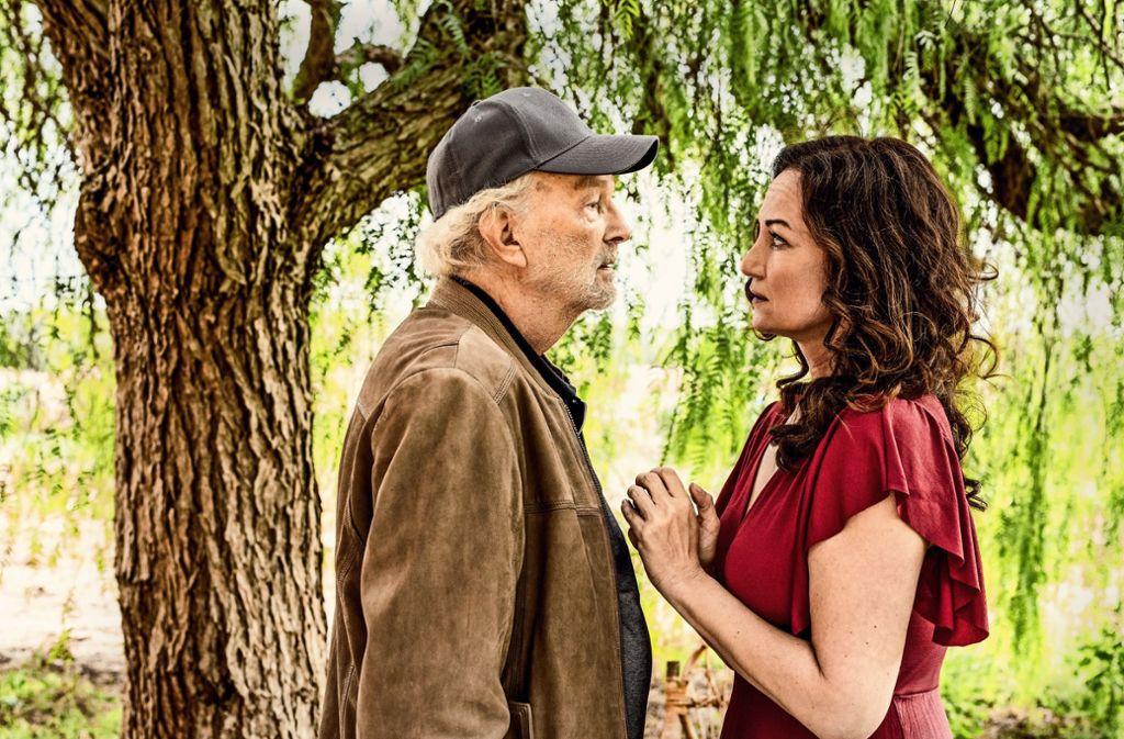 Familienvater Kurt (Michael Gwisdek) und Carla (Natalia Wörner) sind schon lange ein ehebrechendes Liebespaar. Foto: ZDF/Marion von der Mehden