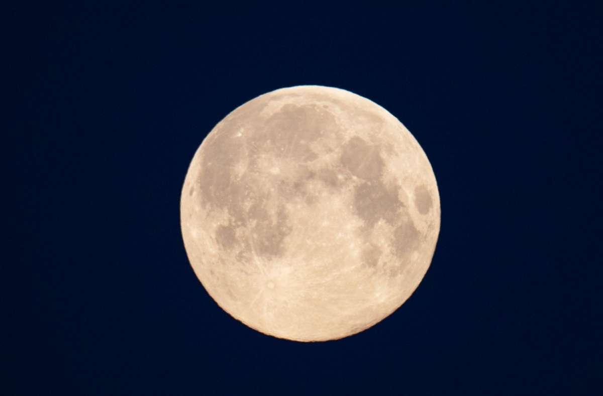 Forscher haben  neue Hinweise auf  Wasser-Speicher auf dem Mond. Foto: dpa/Soeren Stache