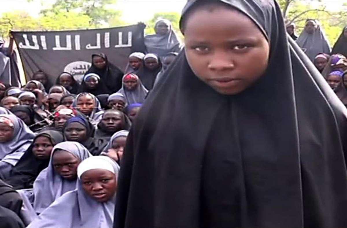 Ähnliche Überfälle hat Boko Haram schon wiederholt verübt. Im April 2014 hatte sie aus einer Schule in Chibok (Bundesstaat Borno) 276 Mädchen entführt. Viele gelten bis heute noch als vermisst. Foto: AFP/HO