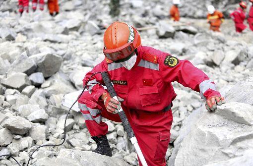 Gefahr neuer Erdrutsche - 93 Vermisste