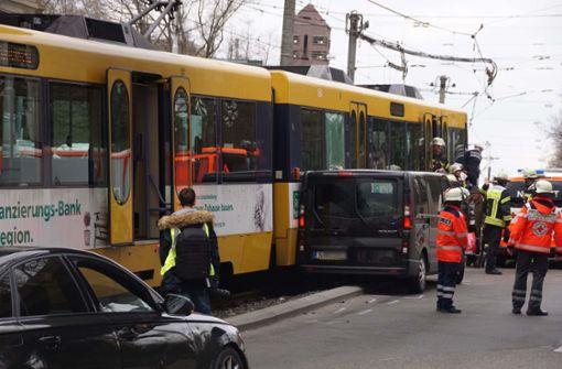 Verkehrschaos nach Stadtbahnunfall auf der Heilbronner Straße