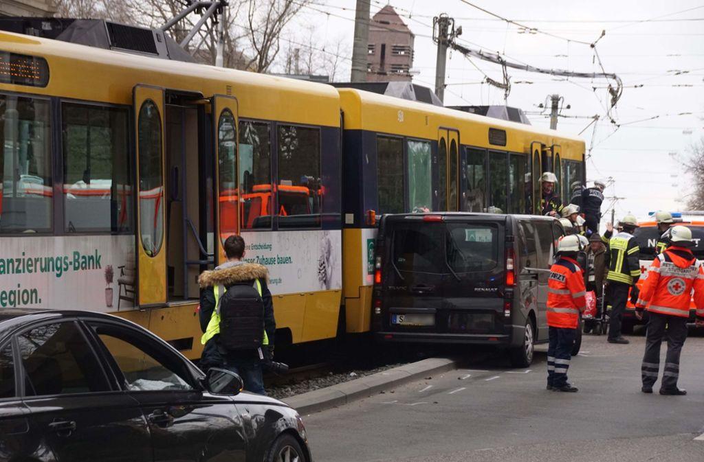 Verletzt wurde offenbar niemand.  Foto: Andreas Rosar Fotoagentur-Stuttg