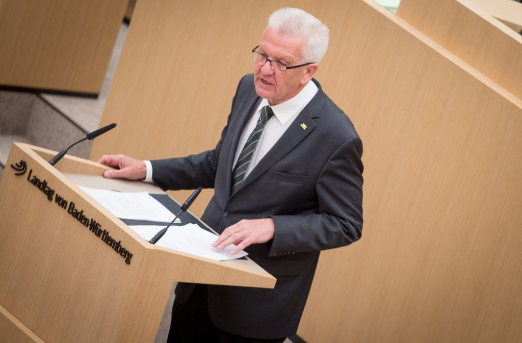 Winfried Kretschmann bei seiner ersten grün-schwarzen Regierungserklärung im Landtag. Foto: dpa