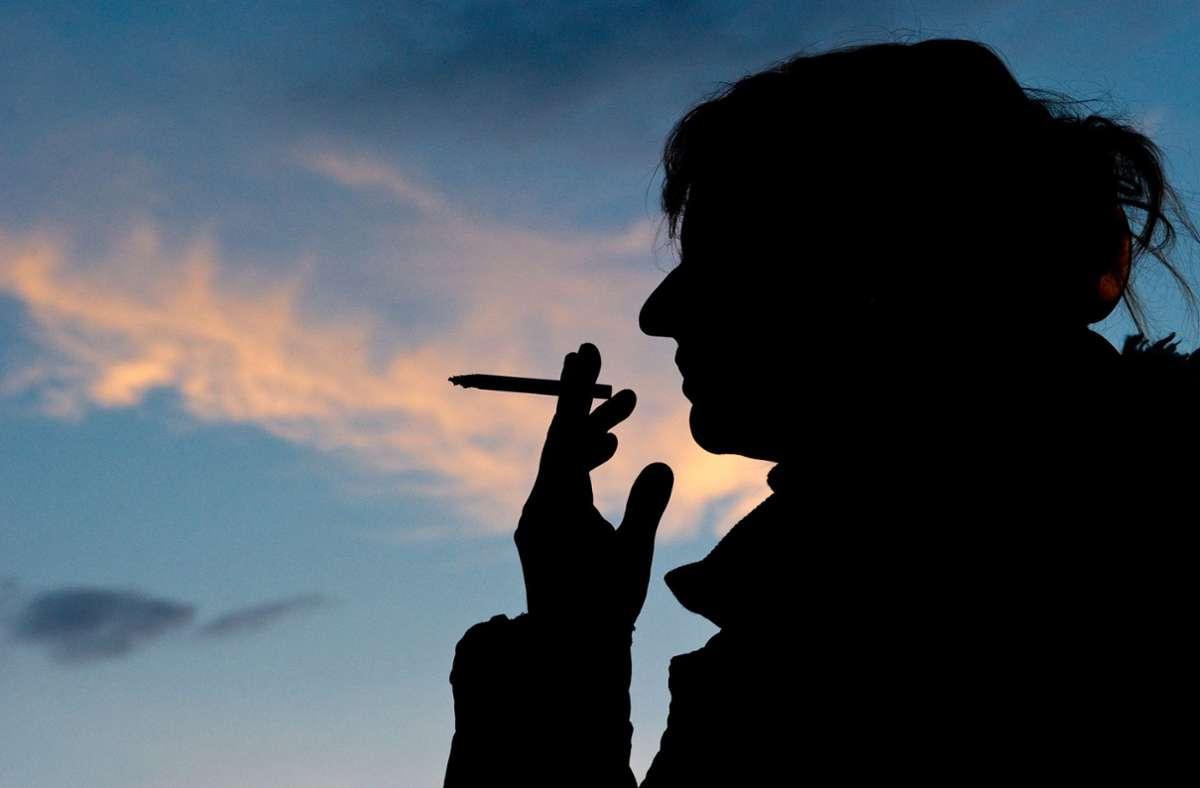Wer schwanger werden will, sollte das Rauchen vielleicht schon vorher aufgeben – bevor es klappt. Foto: dpa/Christoph Schmidt