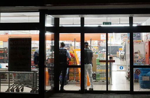 Maskierter Mann verletzt Supermarkt-Mitarbeiterin